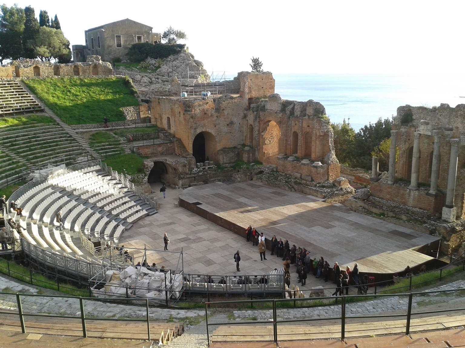 Teatro Grego em Taormina ao entardecer