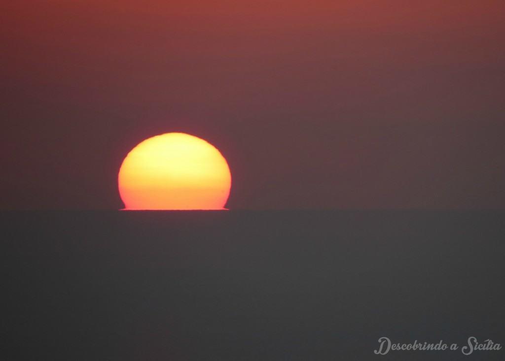 Pôr do sol na ilha de Vulcano