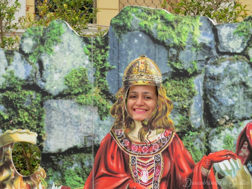 Sendo uma rainha normanda... essas placas estão na frente do santuário, a prova que ele também tem um lado profano.